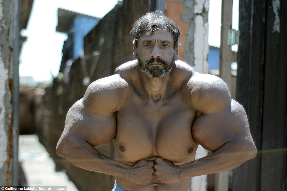 0578-3821224-The_Incredible_Hulk_Valdir_Segato_a_construction_worker_wants_to-a-53_1475579686285.jpg