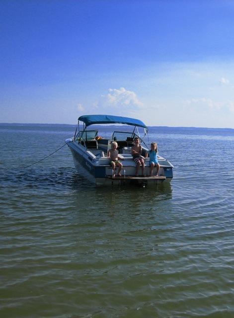 11kids_swim_to_boat.JPG