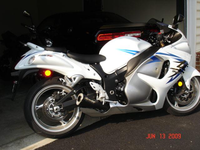 2009 White Suzuki Hayabusa.jpg