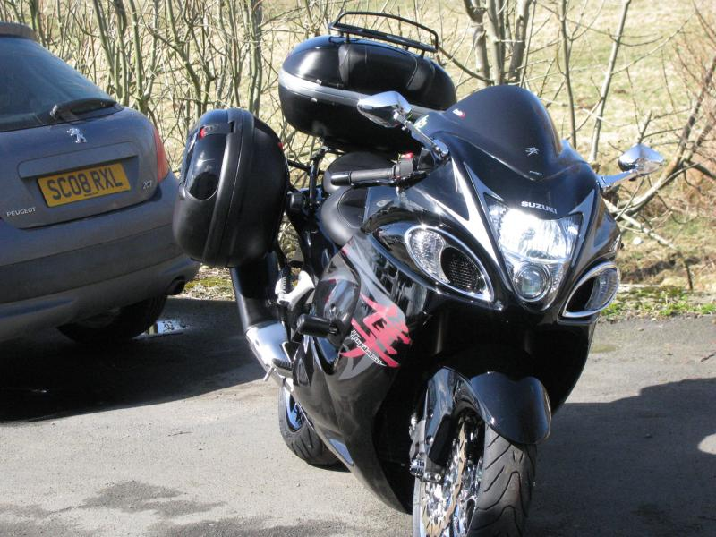 BLACK BUSA WITH LUGGAGE 001.jpg