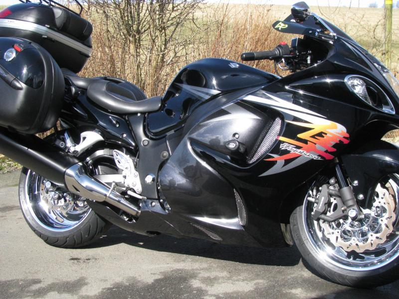 BLACK BUSA WITH LUGGAGE 004.jpg