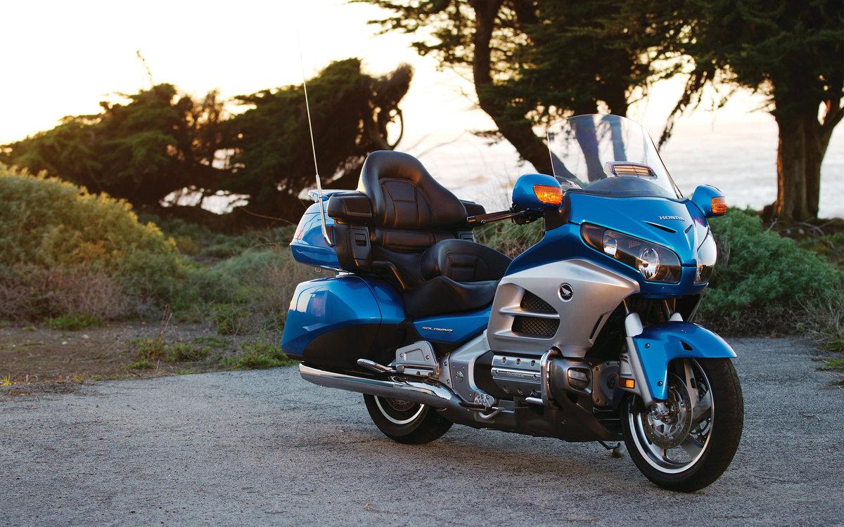 honda_goldwing_blue_bike-wide.jpg