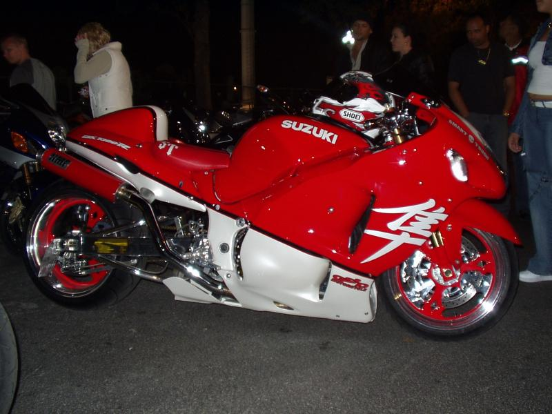 red%20and%20wht%20busa.jpg